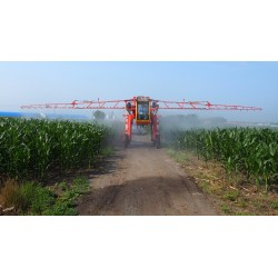 Boom sprayer  Spraying machine  track 1000liter 1500liter 2000liter sprayer  plant protection tractor spraying   large-scale sprayer  track wheel work spraying