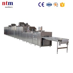 Three depositors chocolate moulding machine