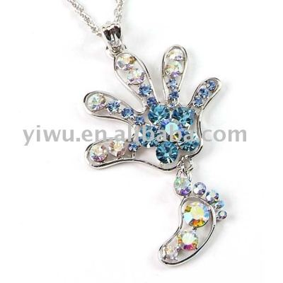 hand&foot crystal stone pendant