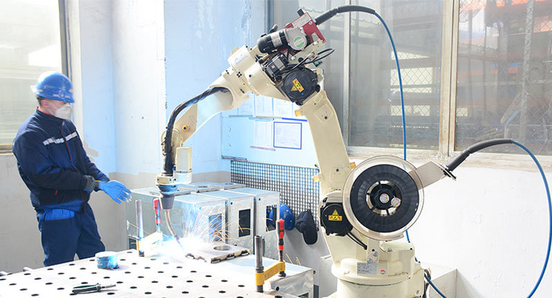 Fully automatic welding robot