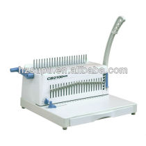 Manual plastic comb binder