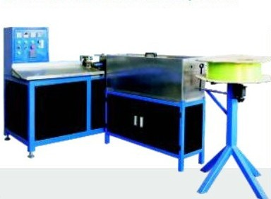 Automtaic plastic coil froming machine