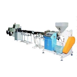 Automatic plastic extruding machine for producing plastic coil spiral