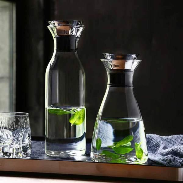 Pichet en verre de carafe d'eau de Borosilicate résistant à la chaleur avec le couvercle d'écoulement d'acier inoxydable