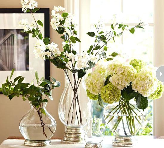 Vase en verre de remplissage fait main décoratif subtilement incurvé pour la maison et intérieur et extérieur