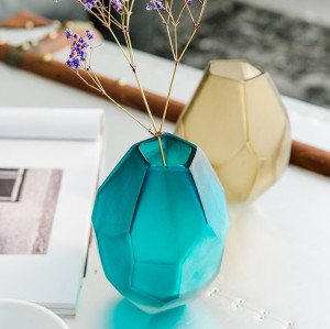 Wholesaler of Handmade Mouthblown Borosilicate Glass Vase