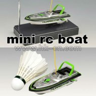 小型ラジコンのスポーツのボート