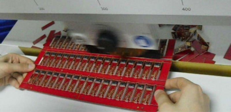 Circular blade moving PCB separator machine