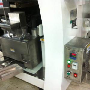 Máquina de separación de escoria de soldadura automática en línea SM-09F