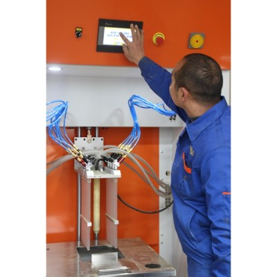 Automatic vibrating powder feed center for fast color change