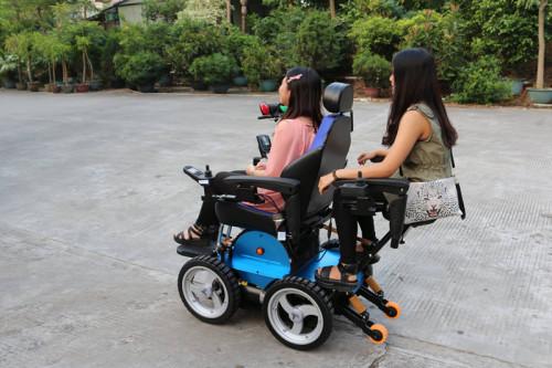 下巴控電動輪椅
