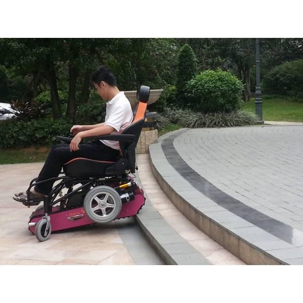 观察者履带式电动轮椅