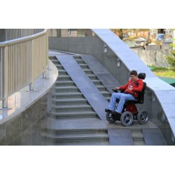四輪驅動電動輪椅