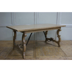 SOLID DINNING TABLE