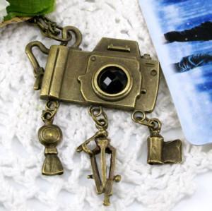 Vintage Style Bronze Camera Pendant Necklace N-4796