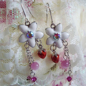 Charming Wholesale Item White Flower strawberry crystal dangle earring  E-0529