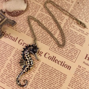 vintage style black glazed sea horse pendant necklace N-3332