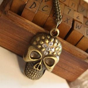 Vintage Style Rhinestone Bronze Skull Pendant Necklace N-2820