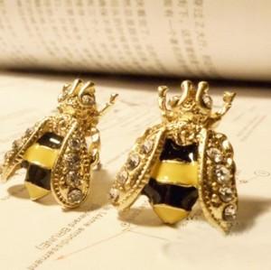 Charming Gold Plated Clear Rhinestone Cute Bee Ear Stud