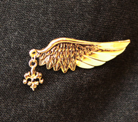 Vintage Style Bronze / silver Wing Pin Brooch P-0033