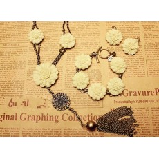 Vintage Style Take Ive Triple Layered Cream Flower Bronze Tone Necklace Bracelet Ear Stud S-0018