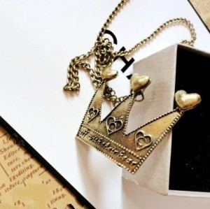 retro bronze alloy heart crown pendant necklace N-4789