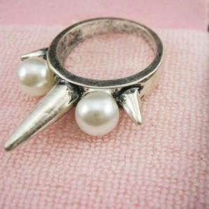 wholesale 2 pieces 2 colors PUNK pearl rivet ring R-0144