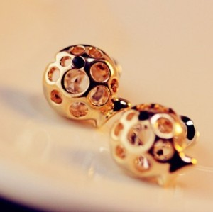 gold tone hollow out crystal fish earring E-0634