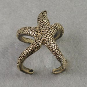 vintage style bronze/vintage gold starfish ring #7 R-0579