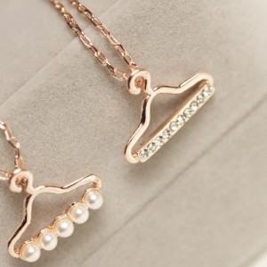 New Clothes Rack Rhinestone Pearl Uneven necklace 2 Colors N-2791