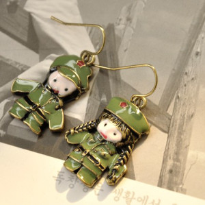 E-1145 Retro Enamel Green Military Uniform Army Lovers Uneven Dangle Earring