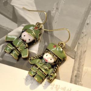 E-1145 Retro Enamel Green Military Uniform Army Lovers Uneven Dangle Earring