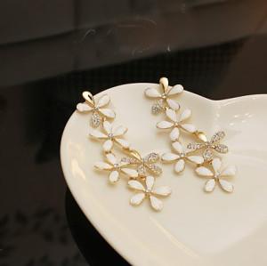 Pair Bohemia Style Gold Plated white/black glazed Rhinestone Edging Flower Ear Stud