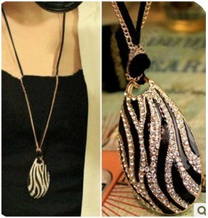 European style Fashion Black/White Zebra-stripe Rhinestone Pendant Necklace N-3277