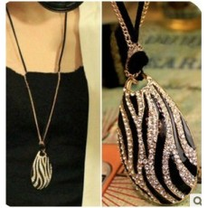 European style Fashion Black/White Zebra-stripe Rhinestone Pendant Necklace N-3277
