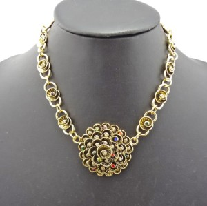 N-0058 New Vintage Gold Metal Charming Flowers Rhinestone Choker Necklace