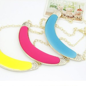 N-0267 New Arrival Fashion Cute Charming Gold Metal Resin Crescent Necklace