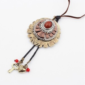 N-0039 New World Culture Vintage Bronze Metal Round Design Pendant Leather Chain Necklace