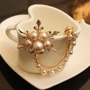 P-0065 New Charming Lovely Gold Plated Metal White Pearl Flower Multi Chains Brooch Pin