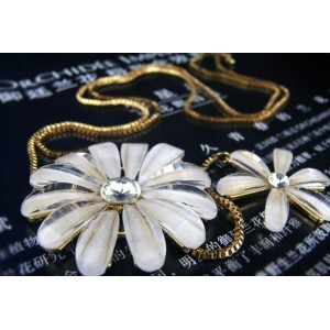 N-0085 New Gold Plated Alloy Chain Acrylic Crystal Flower Pendant Sweater Necklace For Women