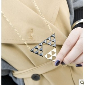 European Style Gold/Black Plated Hollow Out 3 Triangle Pendant Necklace N-4557