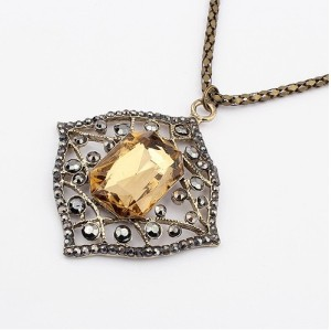New Arrival European Style Vintage Bronze Alloy Hollow Out Square Acrylic Pepndant Necklace N-4528