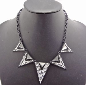 European Style Ladies Yellow/Gun Black/Silver Rhinestone Triangle Charms Necklace N-4761
