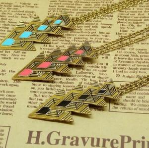New European Charming Fashion Retro  Bronze Triangle Glazed  Pendant Necklace N-4755