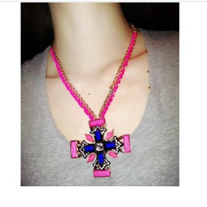 New Fashion Gold Plated Alloy Rose Ribbon Weave Chain Resin Rhinestone Flower Cross Pendant Necklace  N-0579