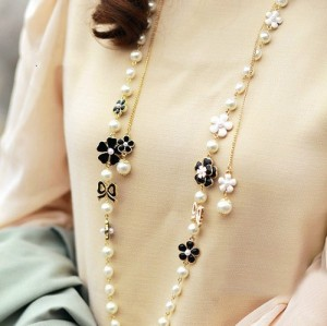 Lovely Fashion Gold Metal Black/White Enamel Flower Bowknot Pearl Long Chain Necklace N-1571
