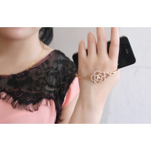 New Korean Style Gold/Silver Plated Alloy Rhinestone Hollow Out Flower Wrist Bracelet B-0296