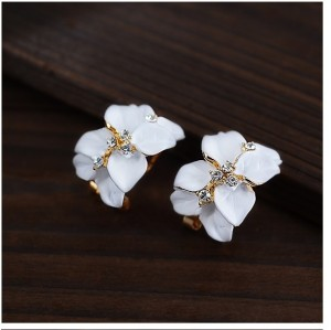 E-2111 New Korean  Style Pure Delicate Rhinestone Gardenia  Alloy Enamel Stud Earrings