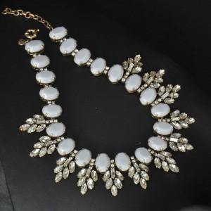Europe Vintage Style Bronze Metal resin gem rhinestone crystal leaves Choker Necklaces N-3056