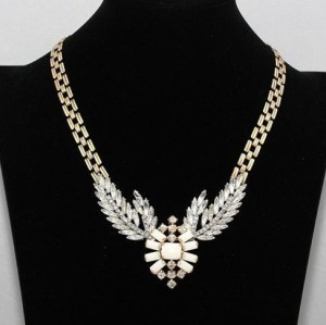 Europe Vintage Style Jewelry  Golden Chain Clear Crystal Leaves Resin Flower Pendant Necklace N-3074